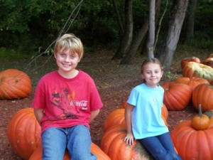 kids-on-pumpkins-300x225